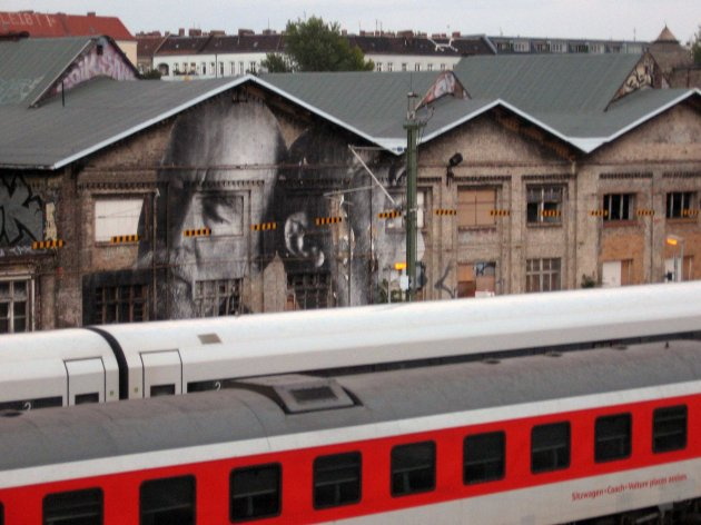 gigantic graffiti realistic images