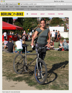 Carol the blogger, snap shot in Mauerpark Berlin by a FRenchBerlinonBike blogger