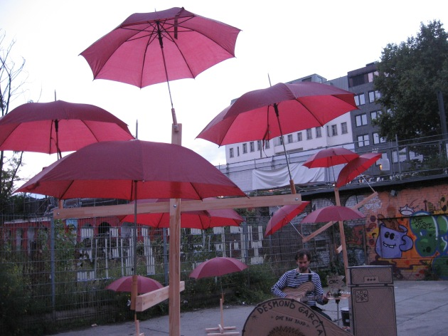 desmond-rotation_red_umbrella_theme